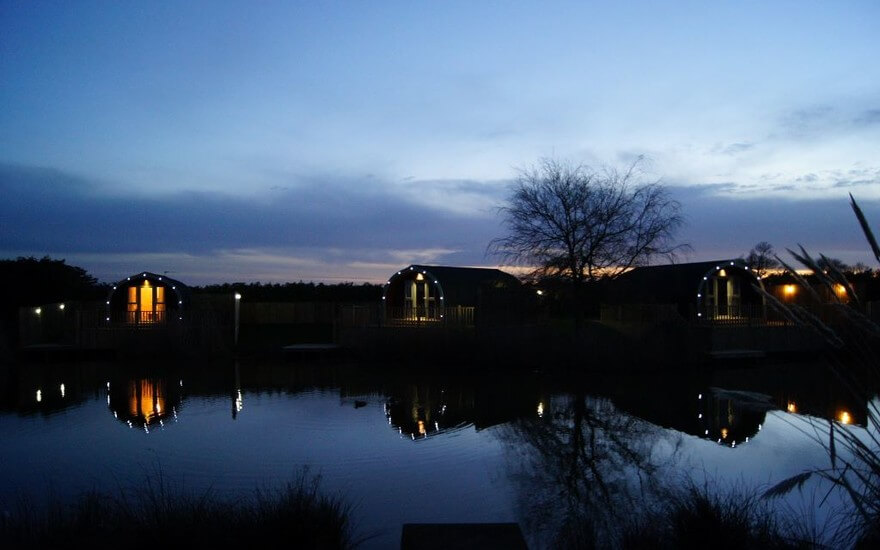 The Lakeside Lodges With Fishing Lake