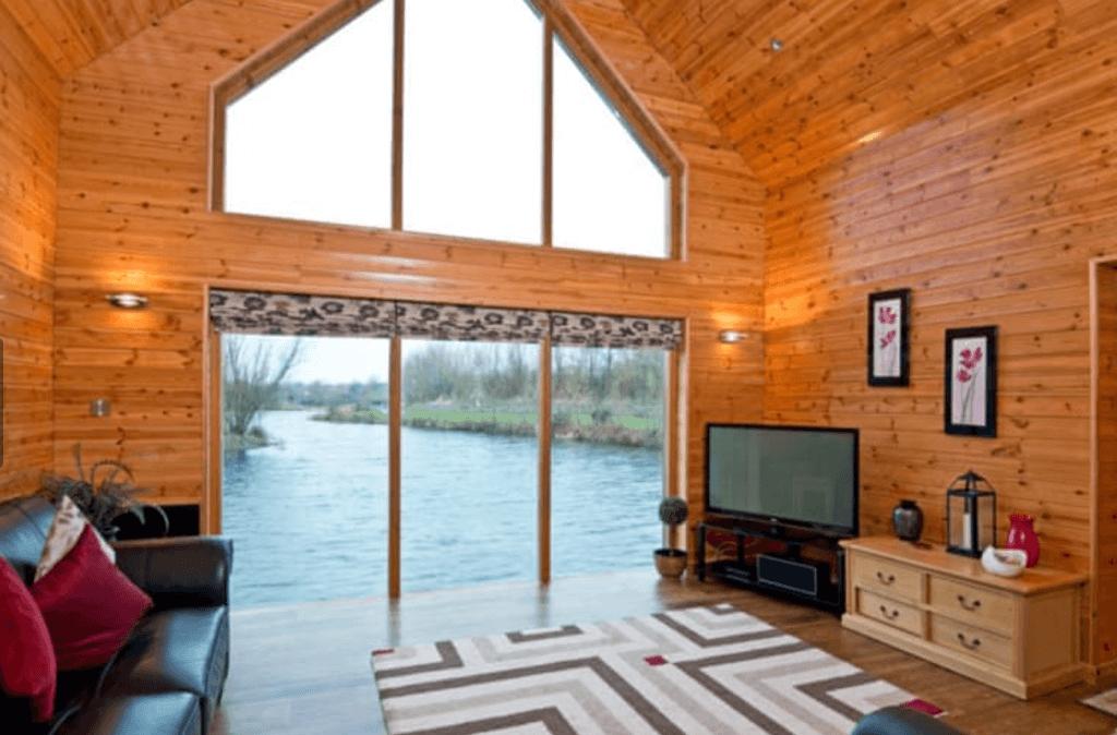 Luxury Log Cabin Holidays With Fishing Lakes