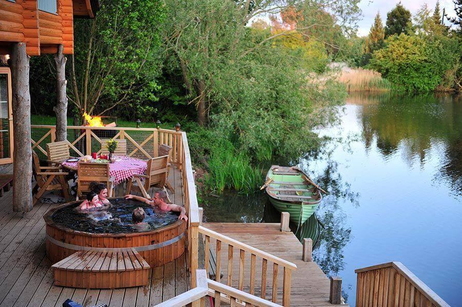 Log Cabin Holidays With Fishing Lakes & Hot Tub