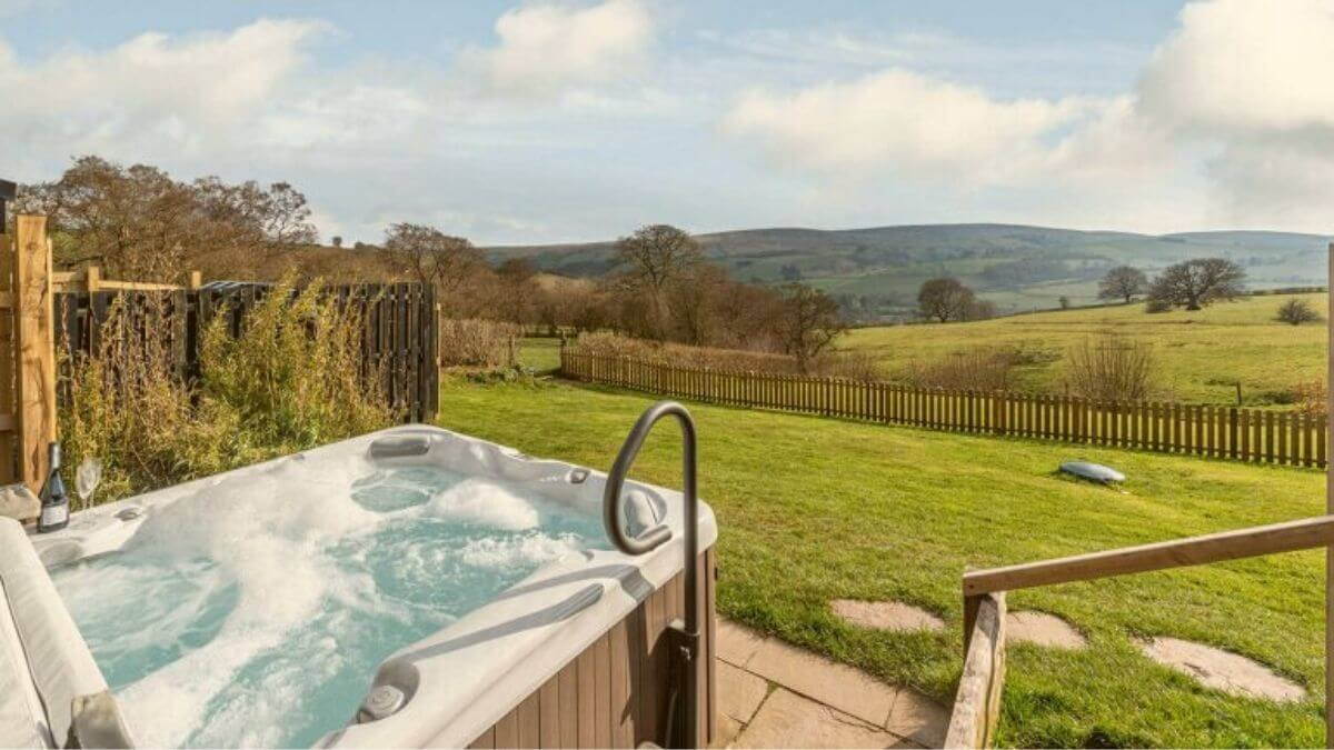 5 of the Best Secluded Cottages with Hot Tubs