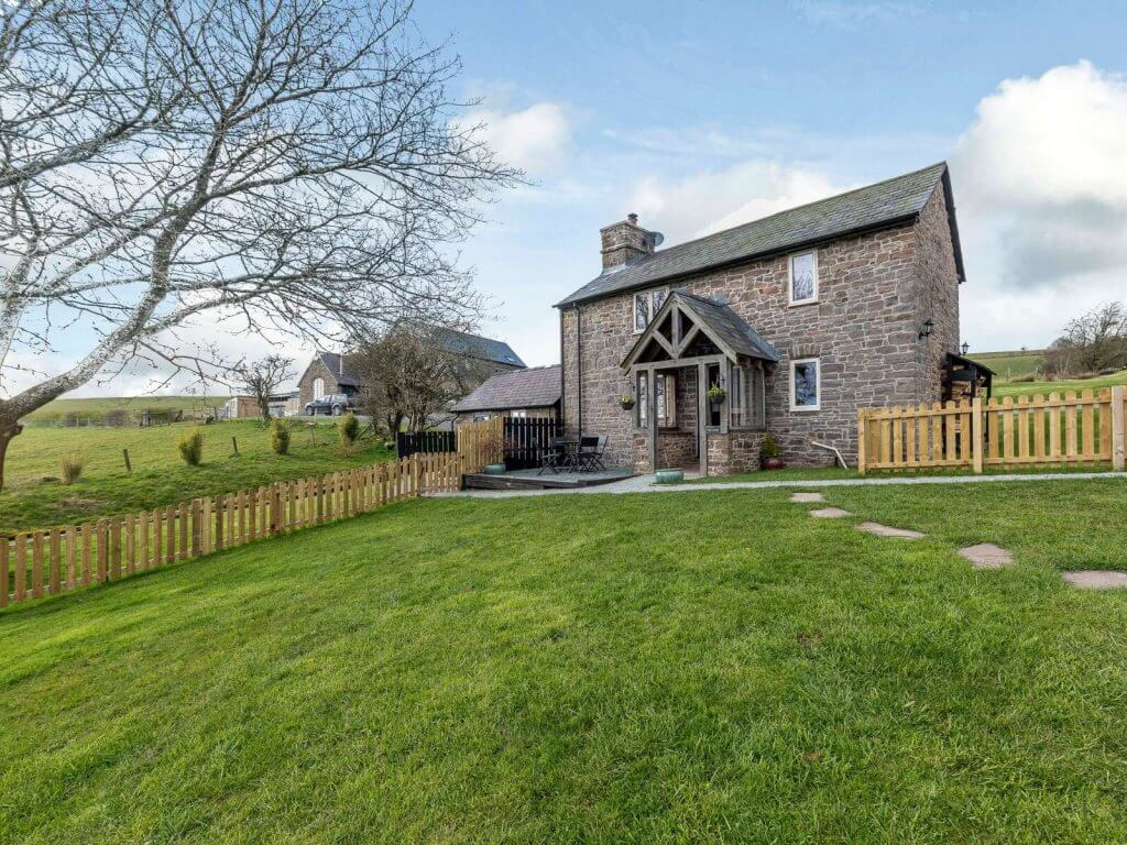 Tack Cottage, a secluded romantic cottage with hot tub